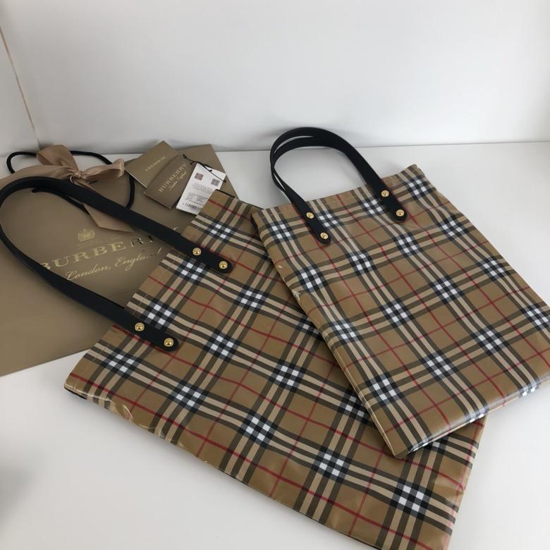 AAA Replica Burberry Women Shopping Bag Vintage Check
