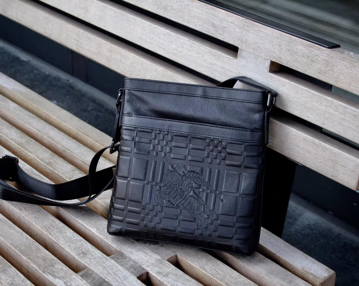 Burberry 0267-3 Men Leather Messenger Bag Black