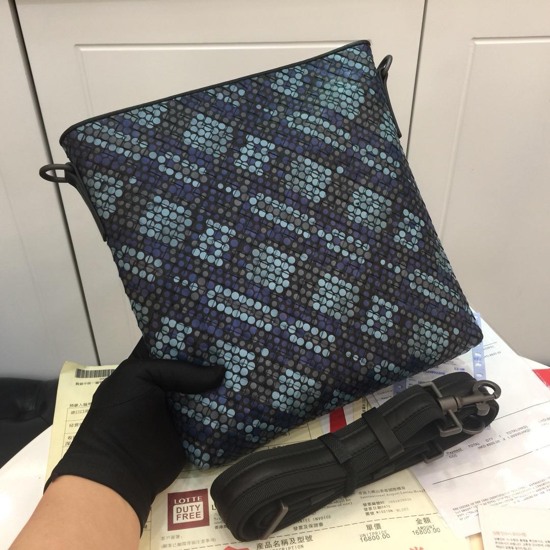 Replica Bottega Veneta 550468 Men Messenger Bag In Tartan Dots Multicolor