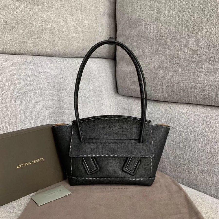 Replica Bottega Veneta Arco 33 Bag In Palmellato Calf Black