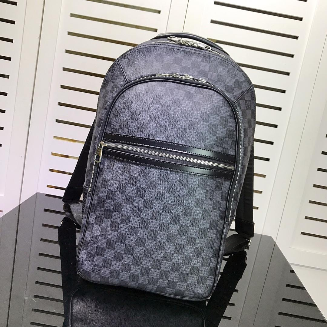 Replica Louis Vuitton Men Michael in Damier Graphite Canvas is a Lightweight Backpack N58024
