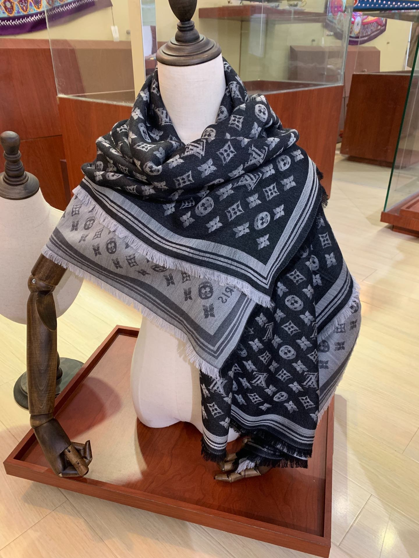 Replica Louis Vuitton Women Scarf 0027