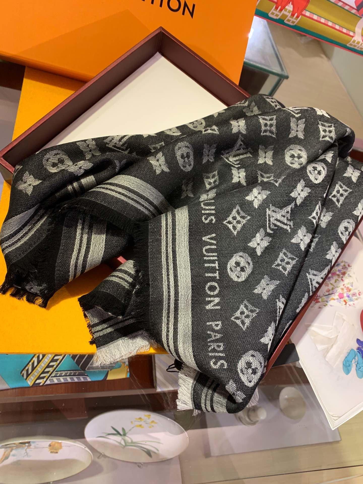 Replica Louis Vuitton Women Scarf 0027