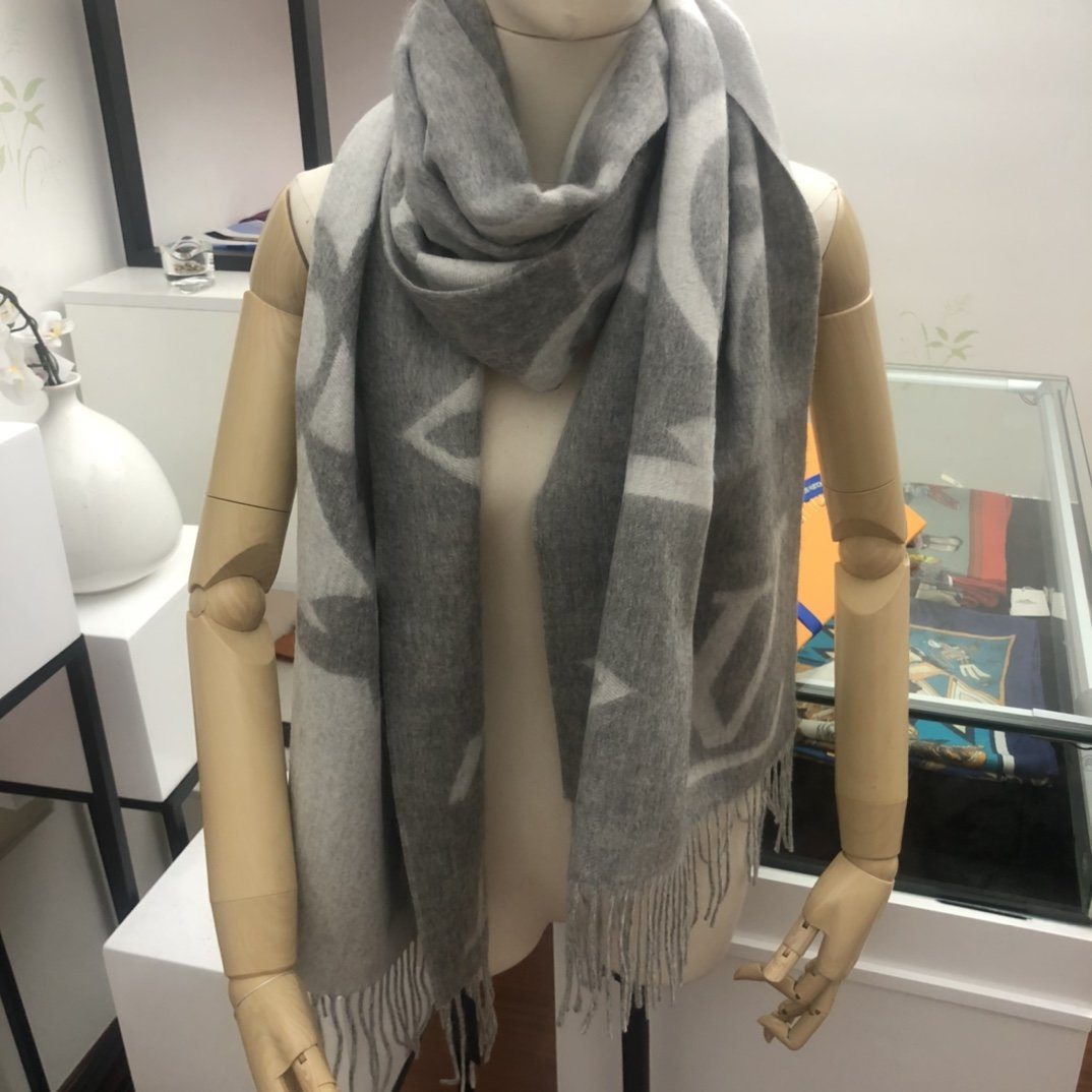Replica Louis Vuitton Women Scarf 0029