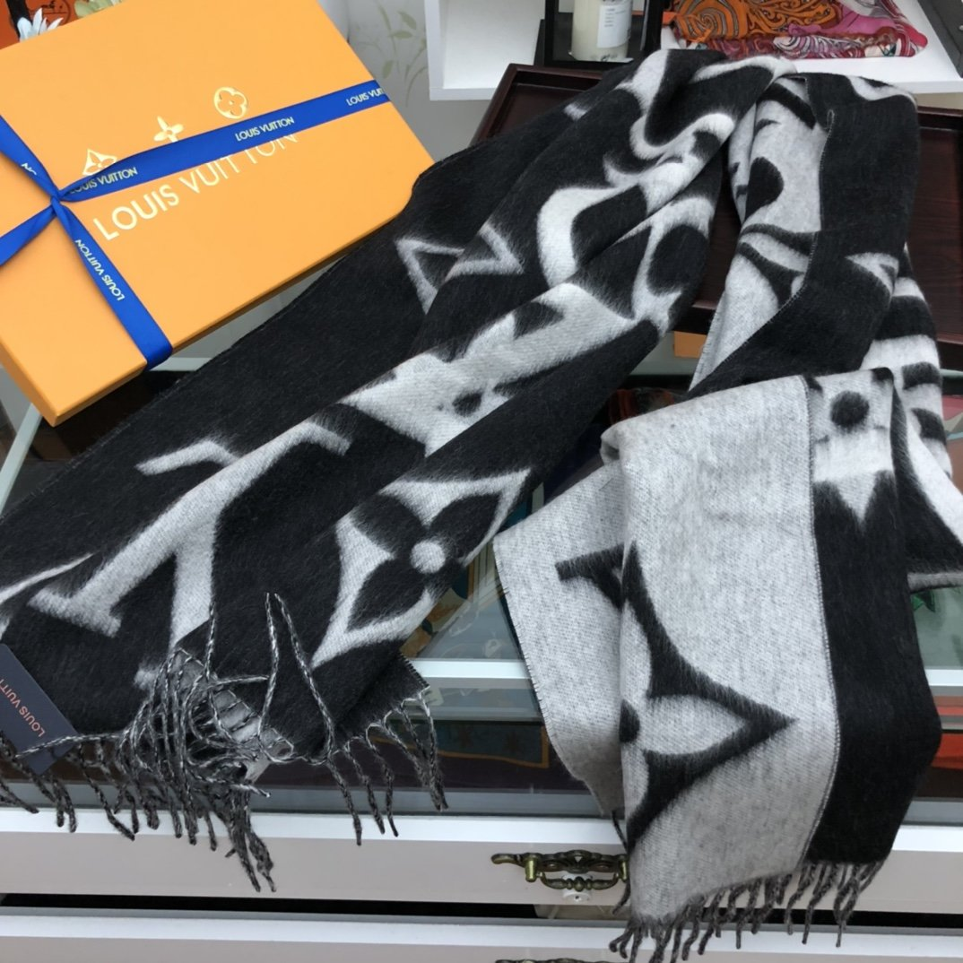 Replica Louis Vuitton Women Scarf 0030