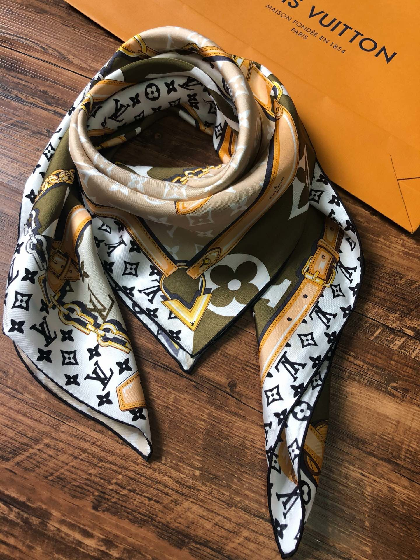 Replica Louis Vuitton Women Scarf Real Silk 0006