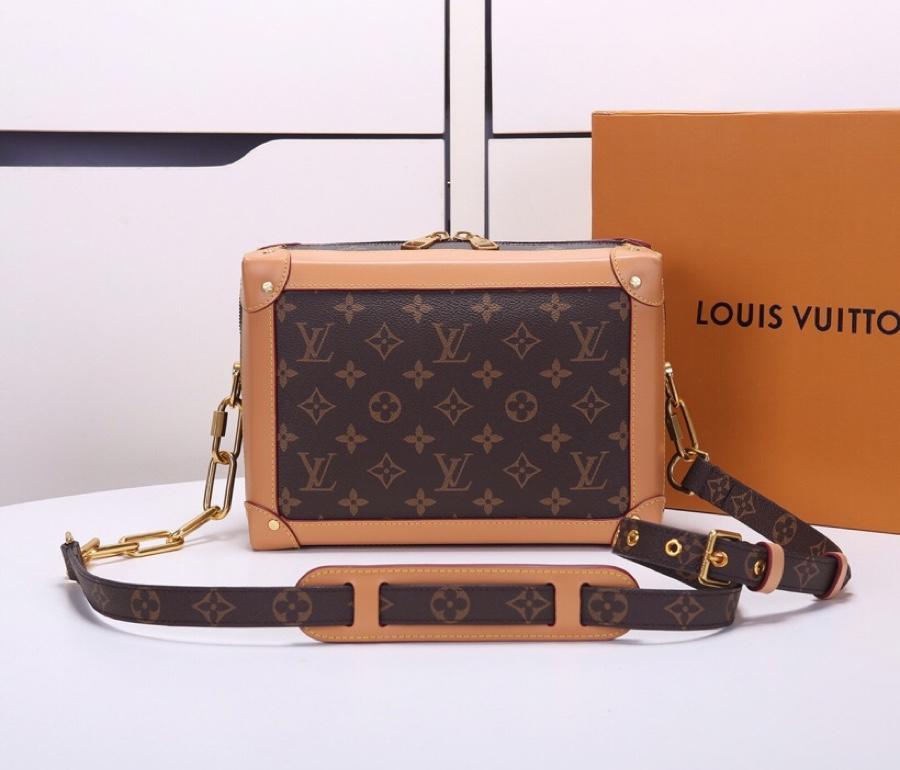Replica Louis Vuitton Women Soft Trunk Messenger Bag M44660