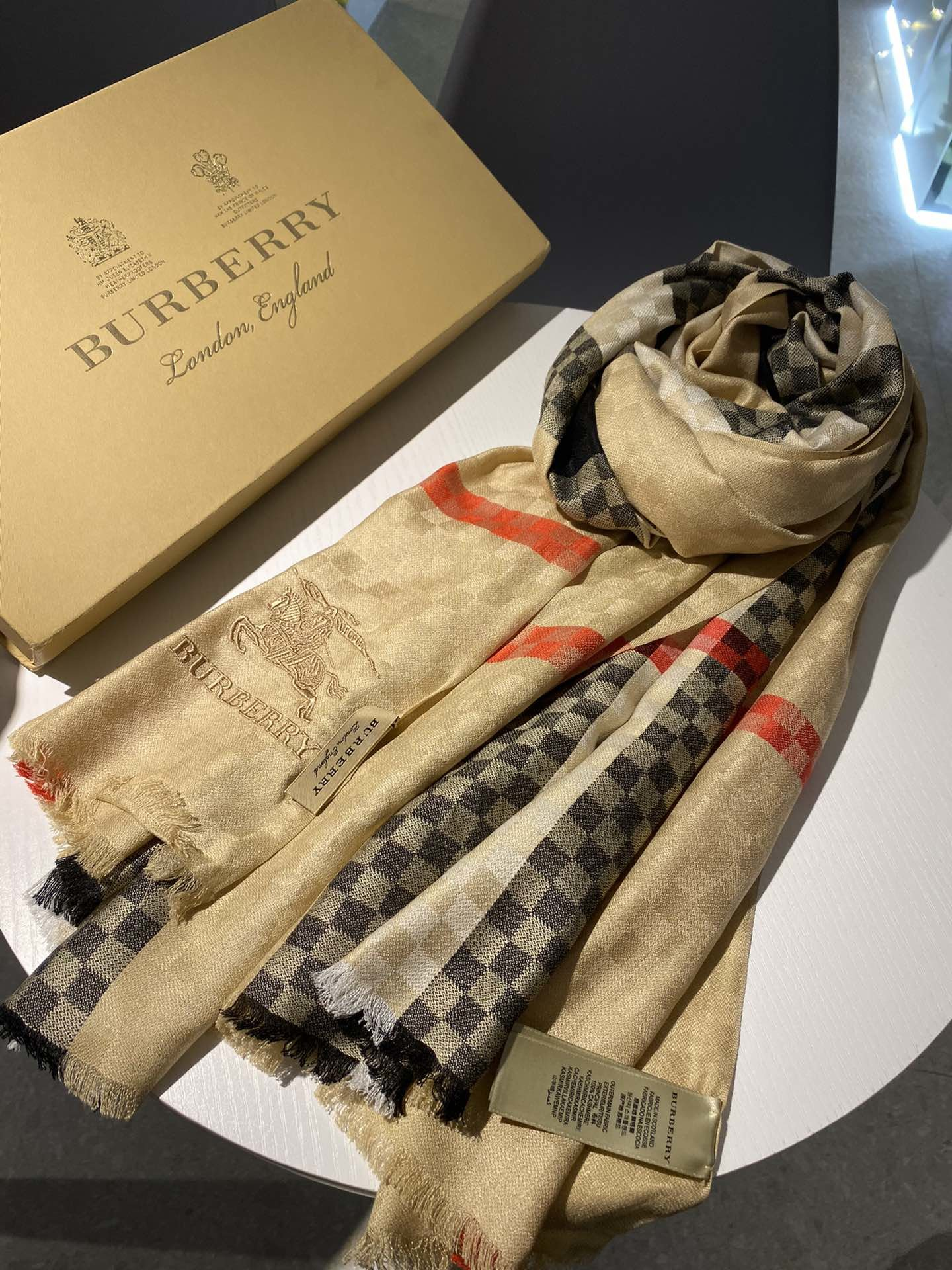 Cheap Replica Burberry Women Scarf 0015