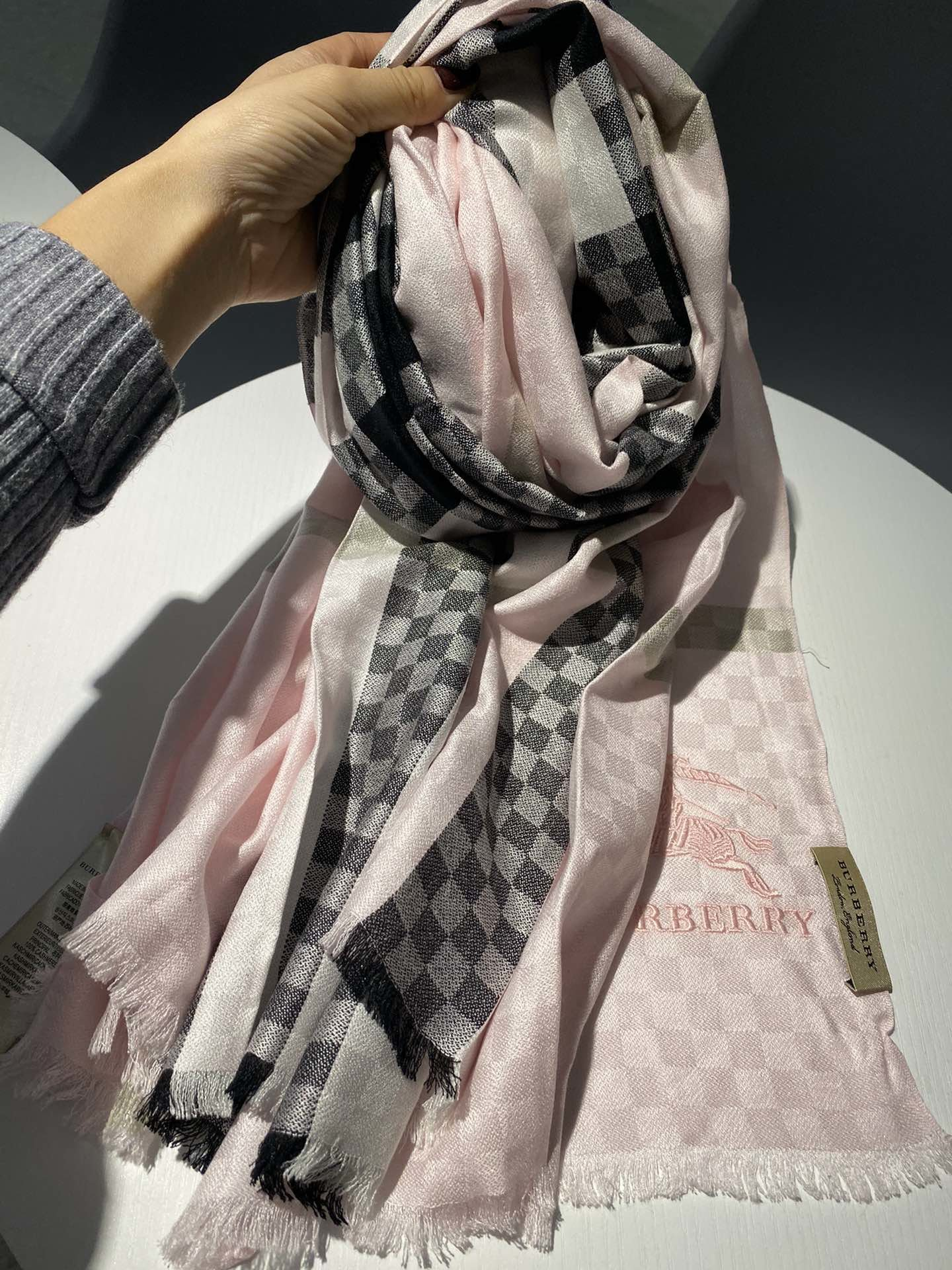 Cheap Replica Burberry Women Scarf 0016