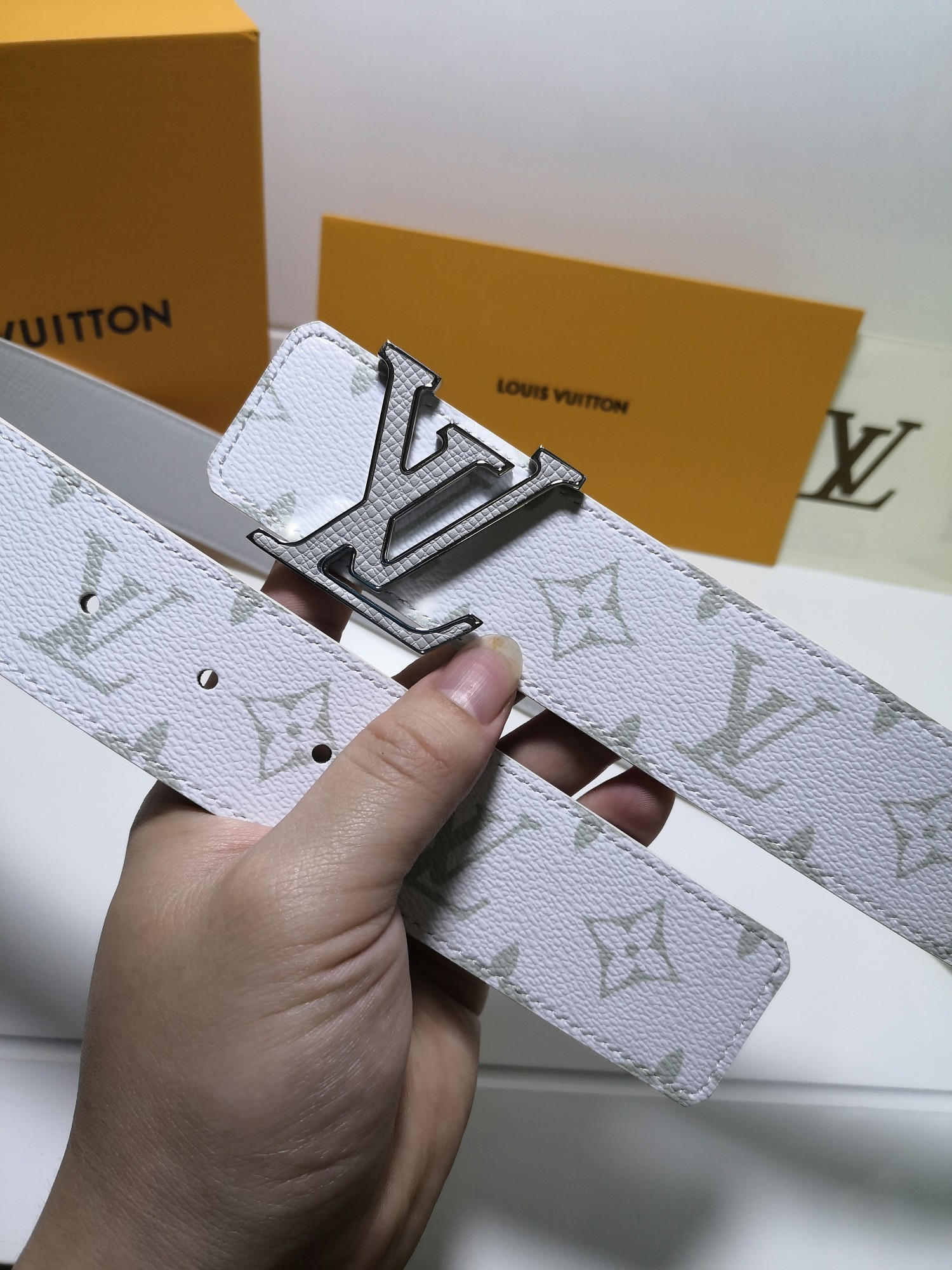 Cheap Replica Louis Vuitton Men Leather Belt Width 4CM 113