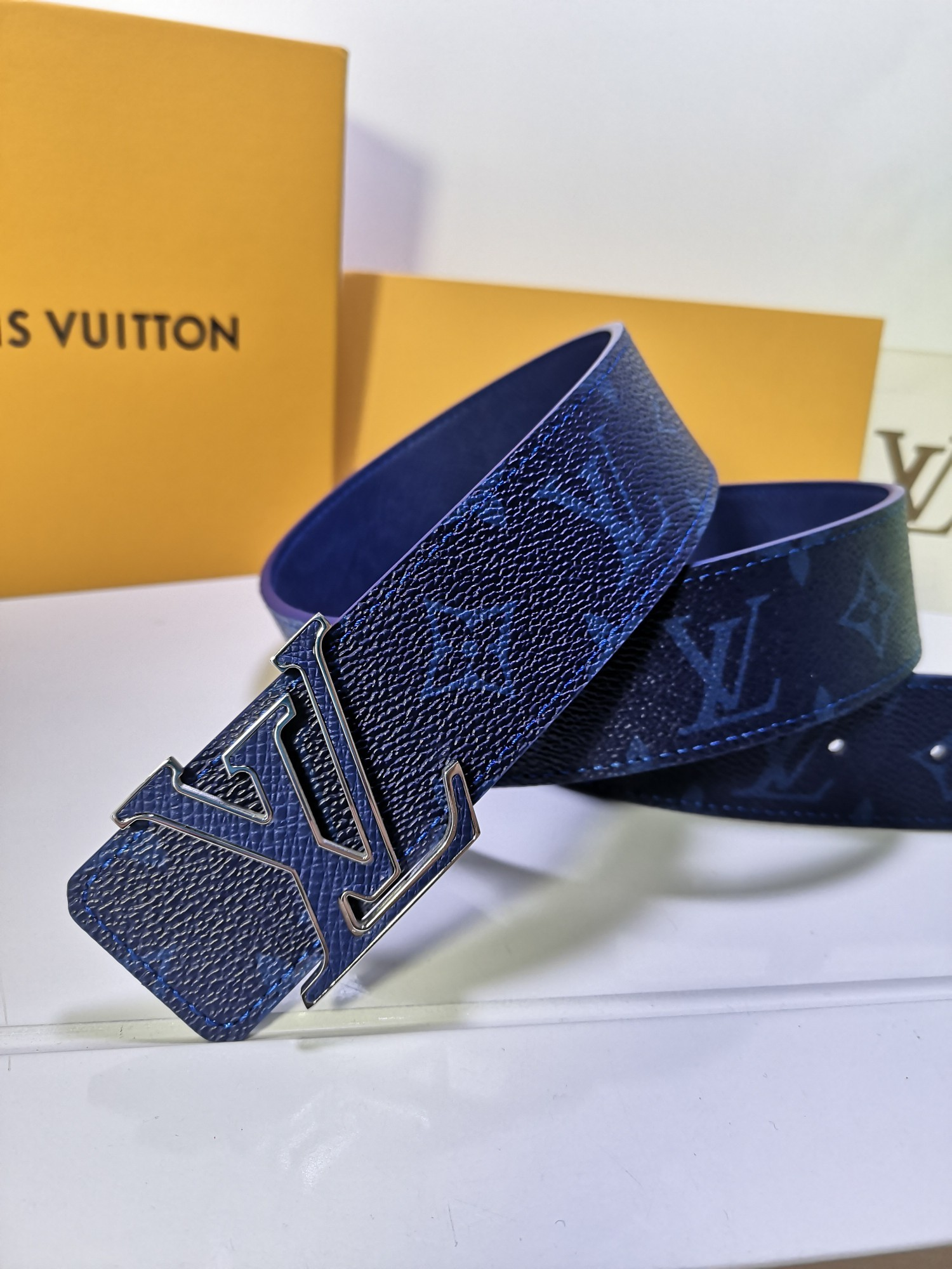 Cheap Replica Louis Vuitton Men Leather Belt Width 4CM 114