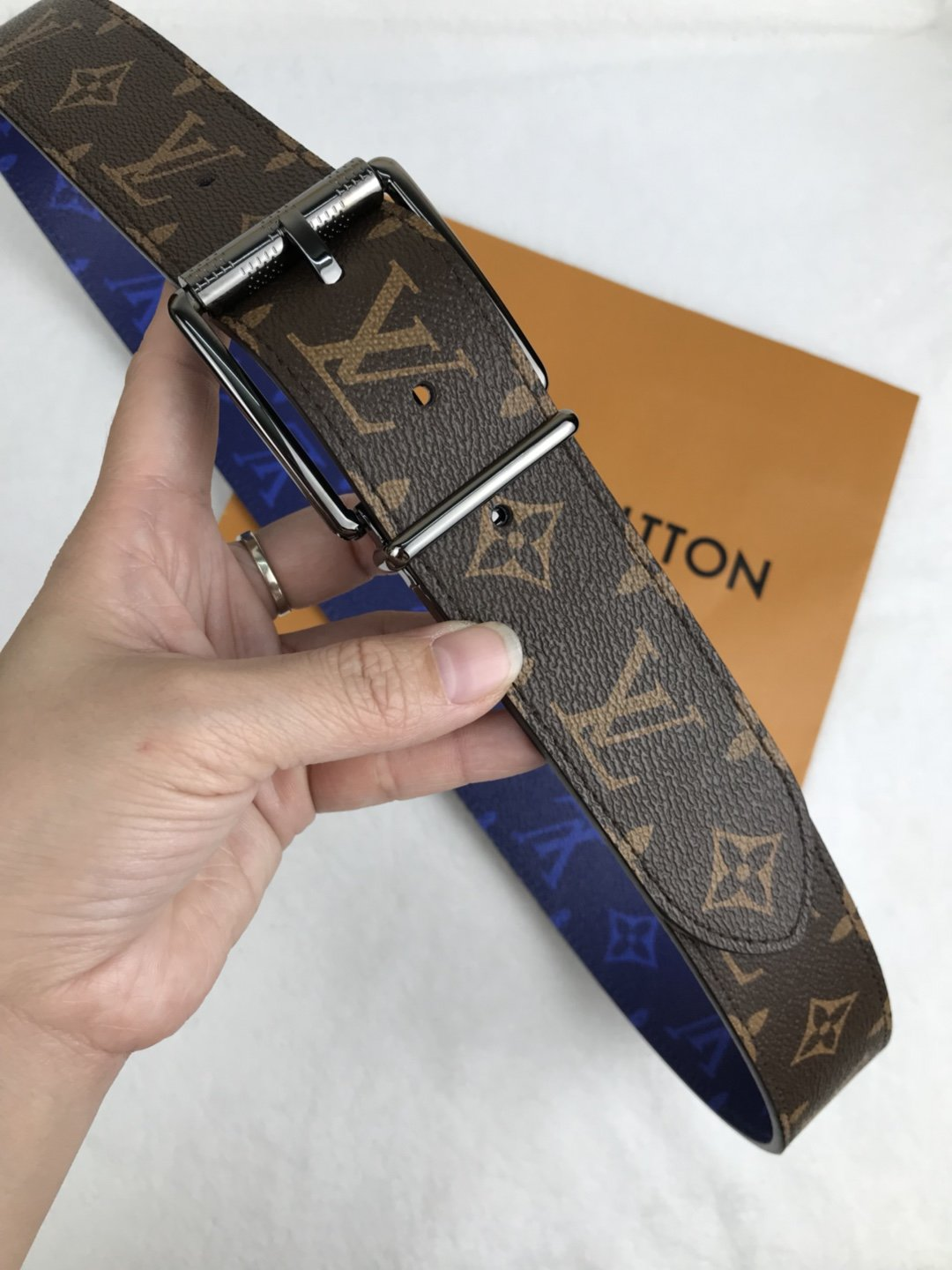 Cheap Replica Louis Vuitton Men Leather Belt Width 4cm 088
