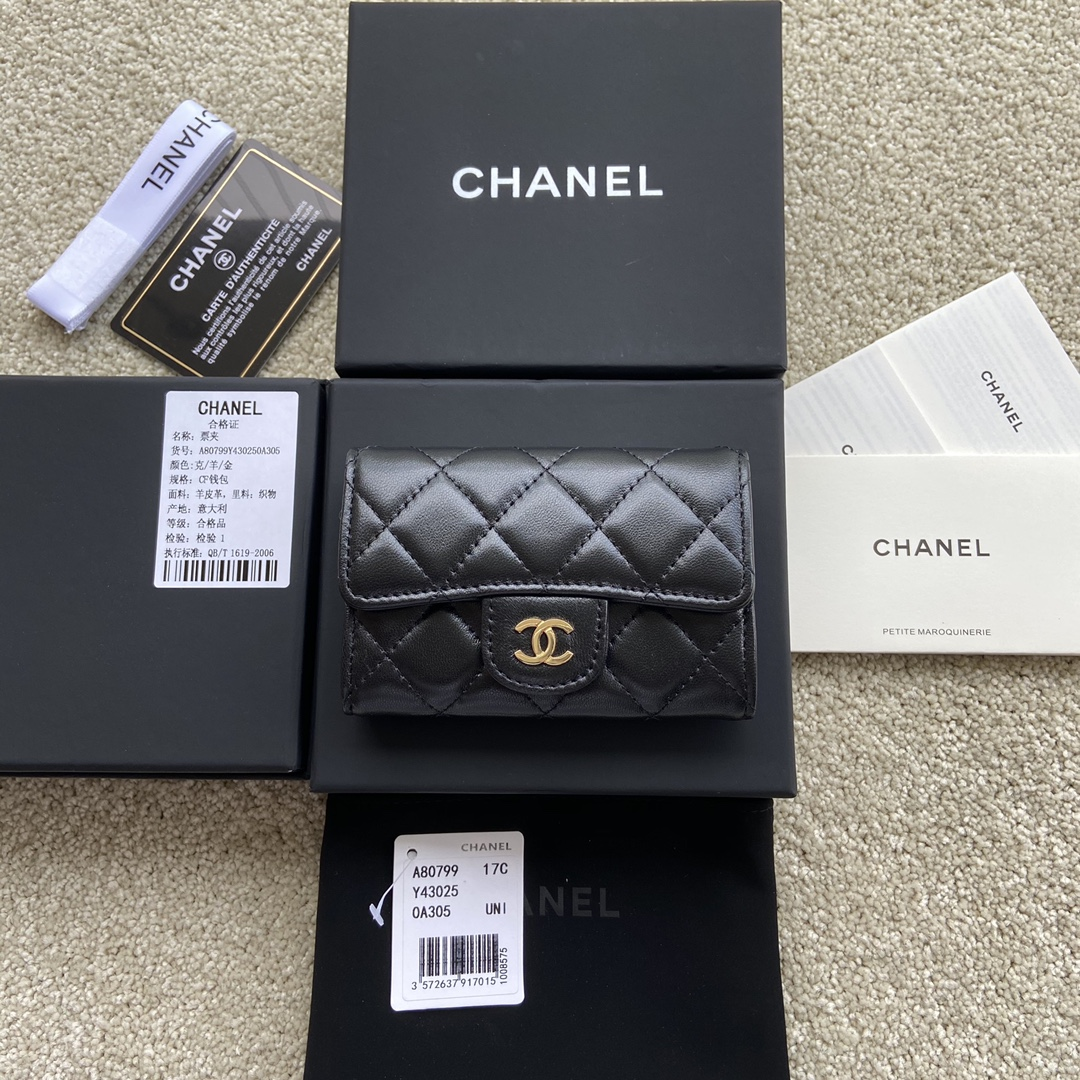Replica Chanel A80799 Quilted Leather Flap Card Holder Wallet Black Leather with Gold-1