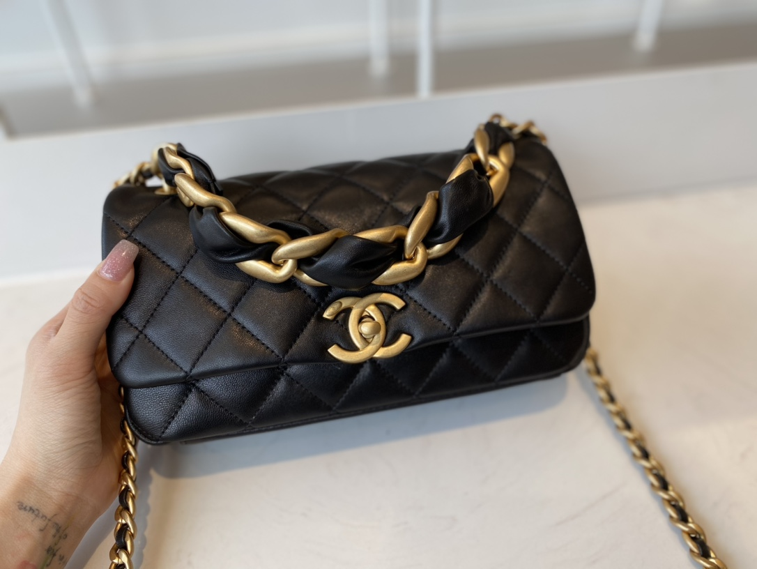 Replica Chanel AS2388 2021 Flap Bag Shiny Lambskin Gold-Tone Metal Black