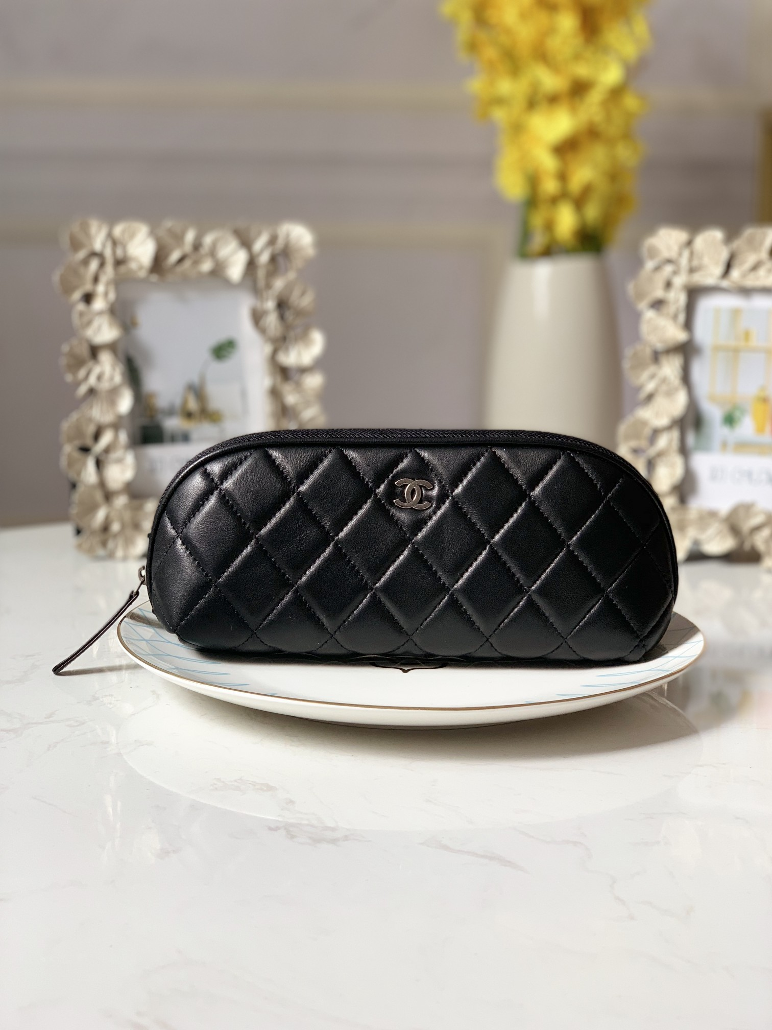 Replica Chanel Women Cosmetic Bag Black Leather