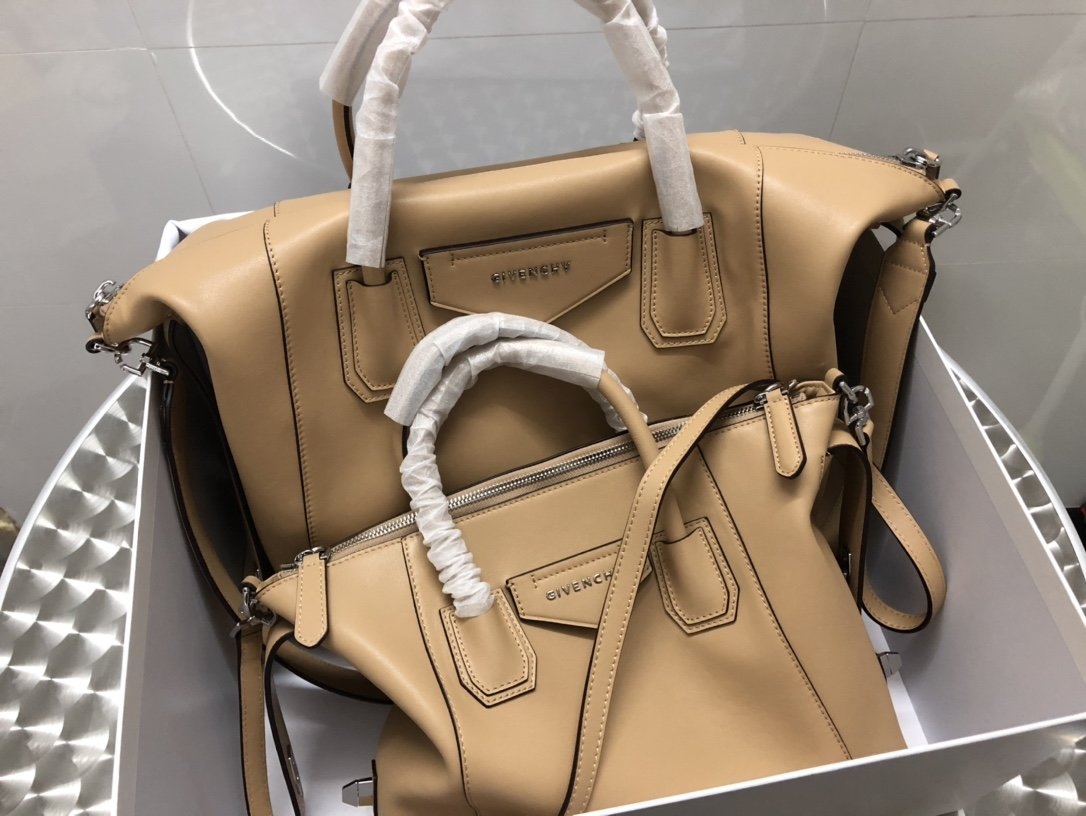 Replica Givenchy Antigona Soft Bag in Smooth Leather Beige