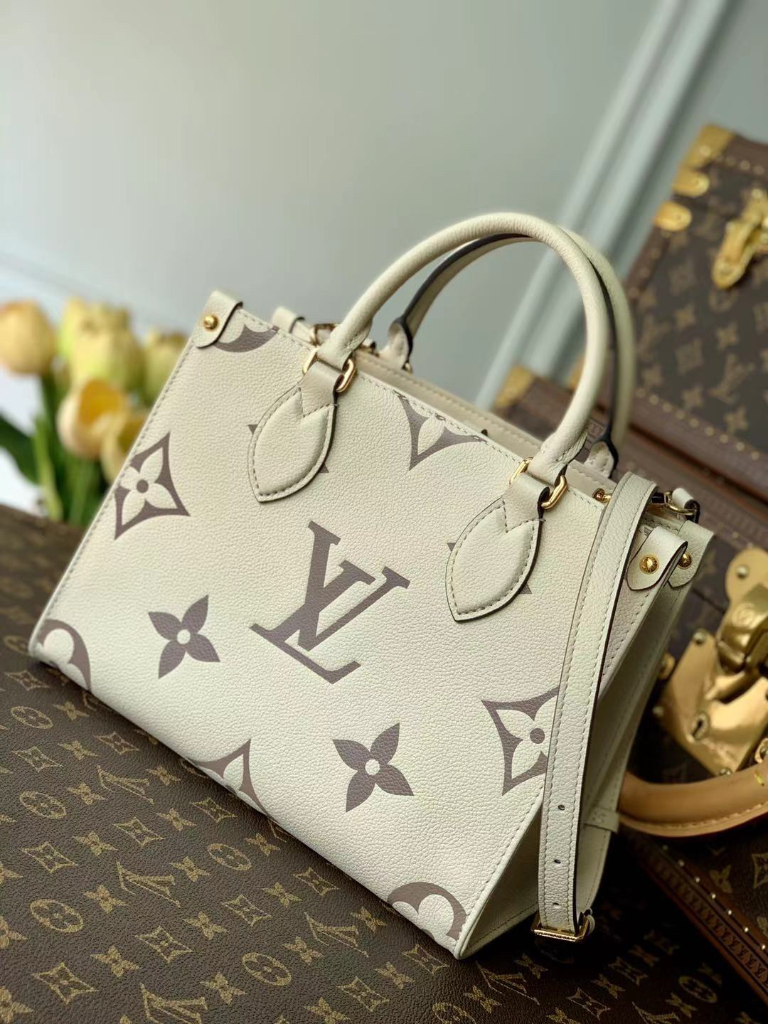Replica Louis Vuitton M45654 Onthego PM Embossed Grained Cowhide Leather White