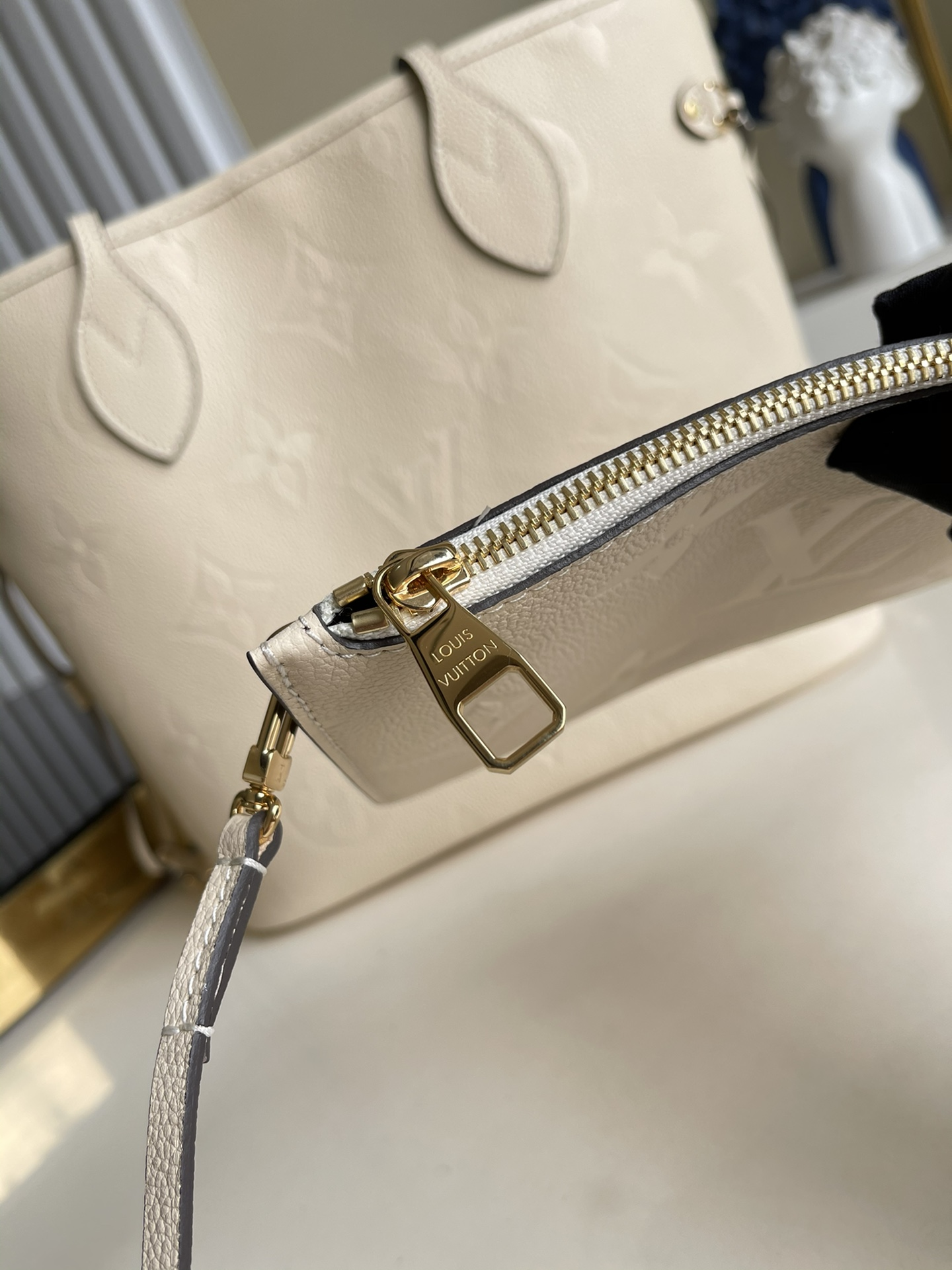 Replica Louis Vuitton M45684 Neverfull MM Embossed Cowhide Leather Cream
