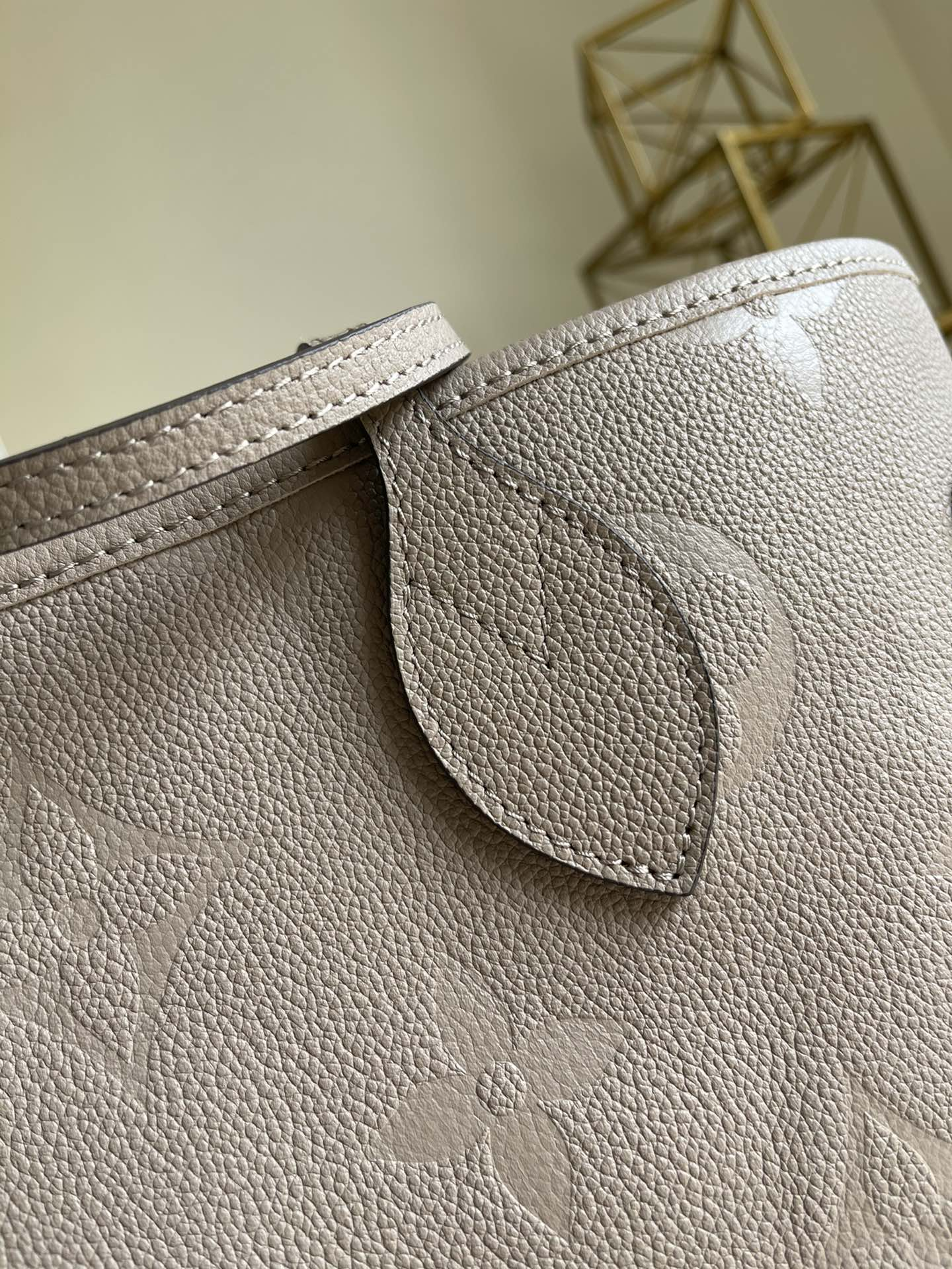 Replica Louis Vuitton M45686 Neverfull MM Embossed Cowhide Leather Tourterelle Gray