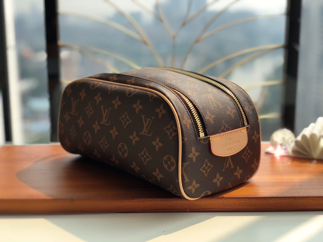 Replica Louis Vuitton M47528 King Size Toiletry Bag Monogram