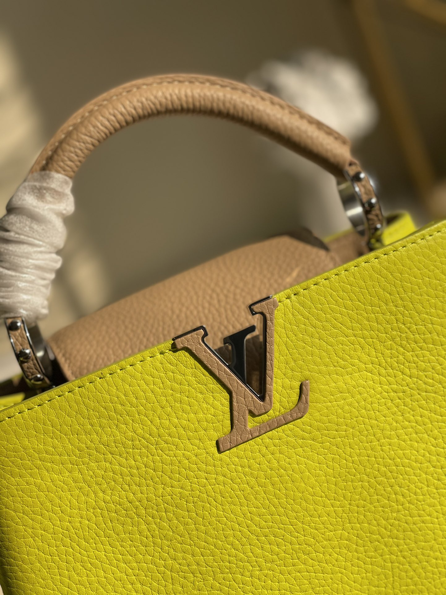 Replica Louis Vuitton M548865 Capucines BB Handbag Fluorescent Yellow Coquille Beige Taurillon Leather