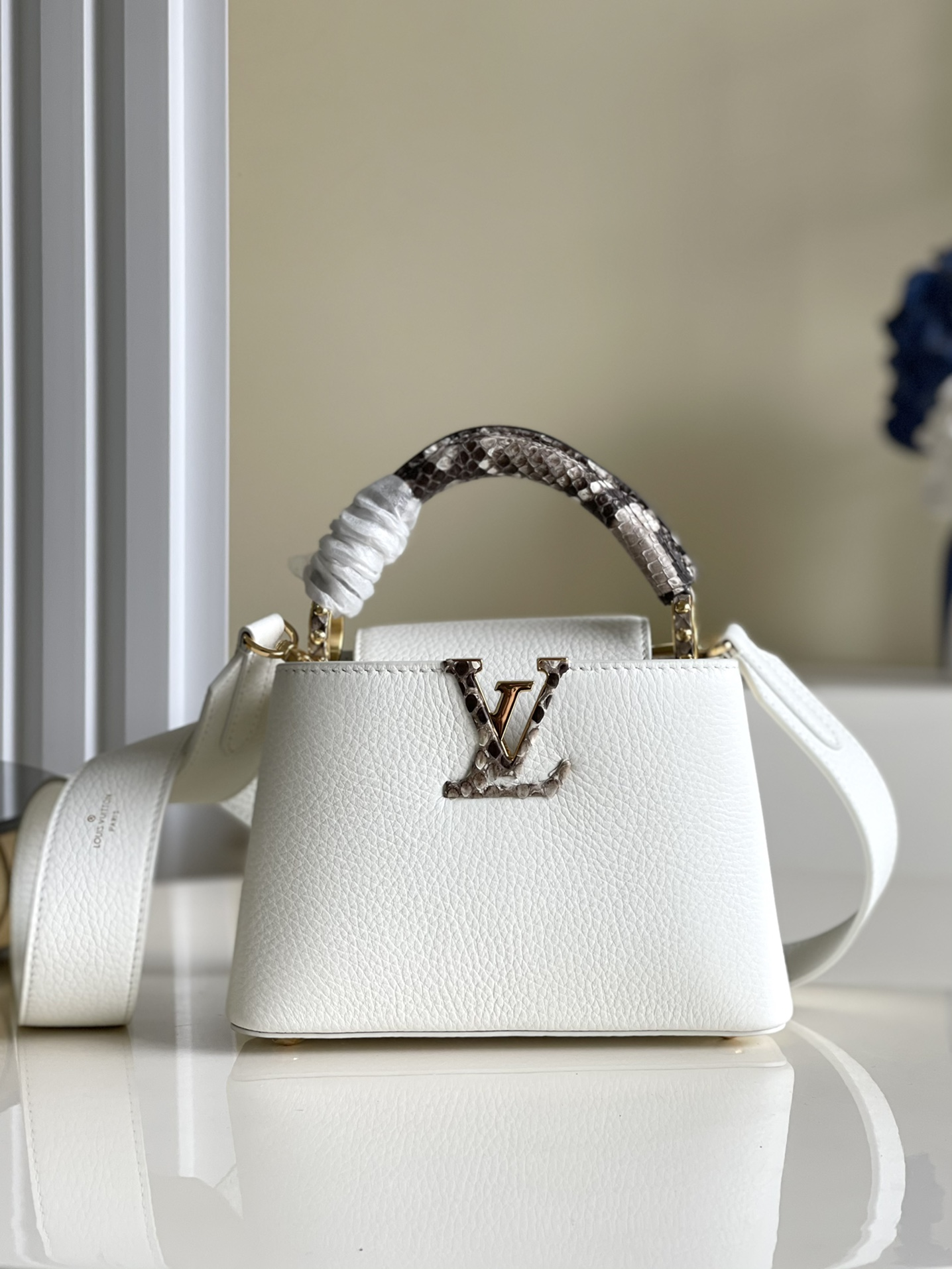 Replica Louis Vuitton M98477 Capucines Taurillon Leather in White with Handle Wrapped in Natural Python Leather