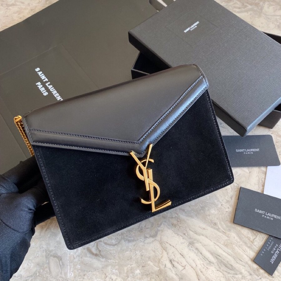 Replica Saint Laurent CASSANDRA Monogram Clasp bag in Smooth Leather Black