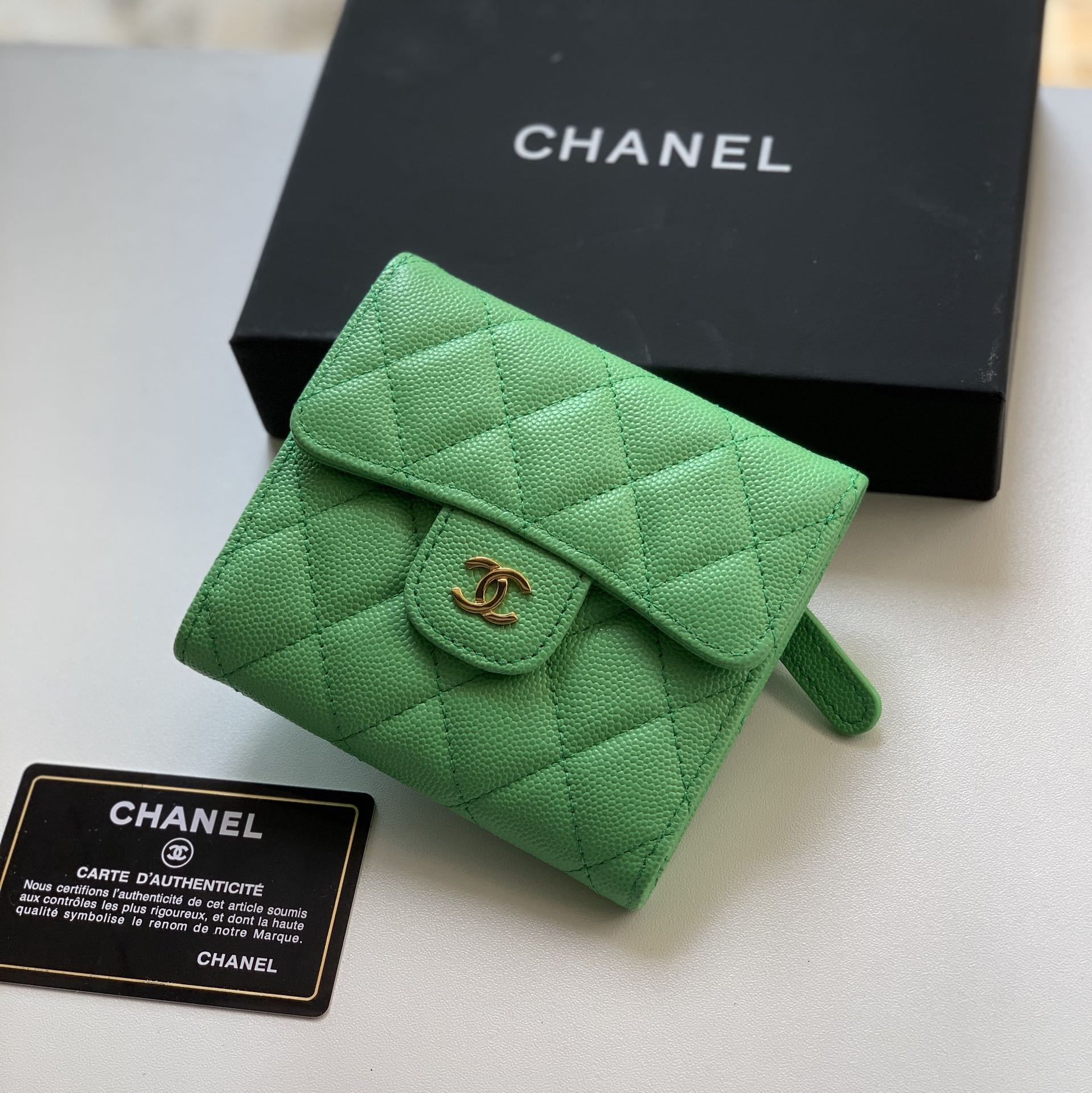 Top Quality Chaenl 82288 Classic Small Flap Wallet Green With Gold