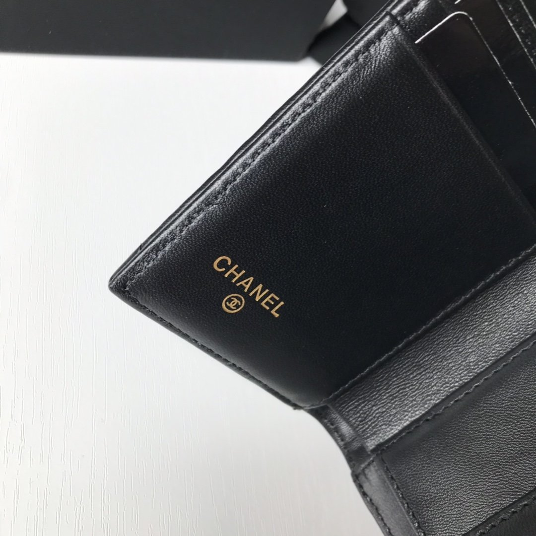 Top Quality Chanel AP1064 19 Small Flap Wallet Lambskin Gold-Tone Ruthenium-Finish Metal Black