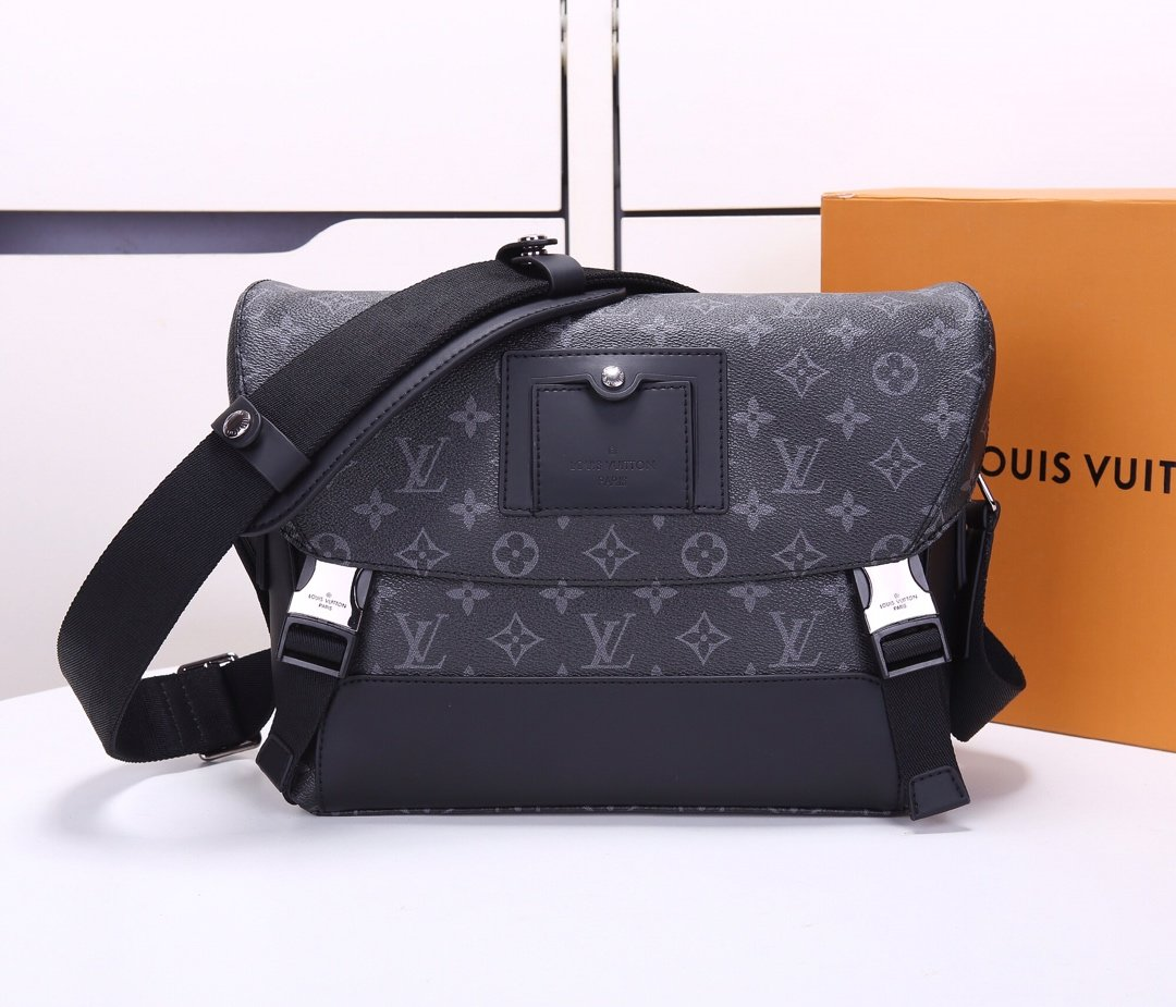 Top Replica Louis Vuitton M40511 Messenger PM Voyager Monogram Eclipse Canvas